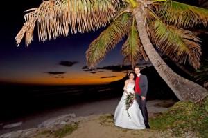 Mariage au coucher du soleil sur la plage