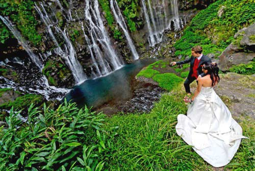 Mariage, couple à la Cascade de Langevin