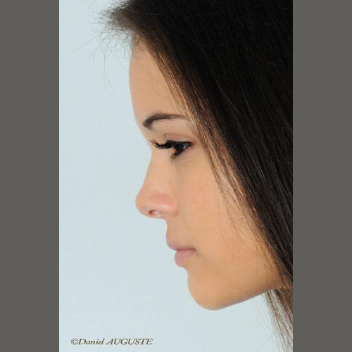 Audrey - portrait de profil en studio