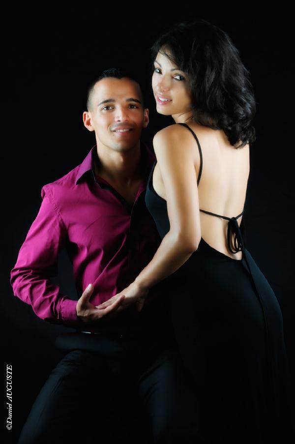 Portrait de couple sur fond noir