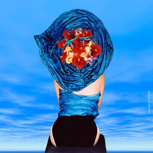 Femme au chapeau bleu, photo de studio